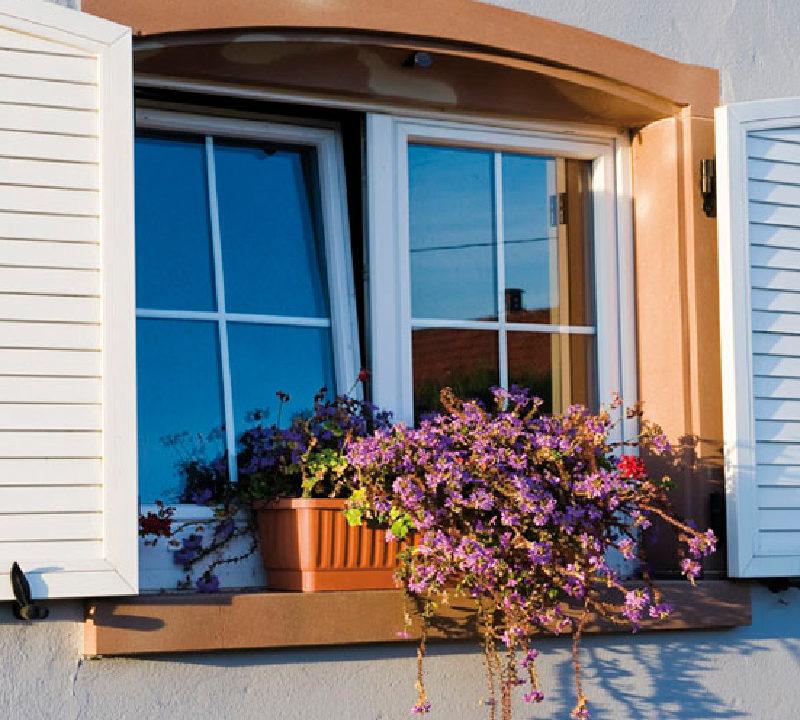 Fenêtre à ouverture oscillo-battante en PVC