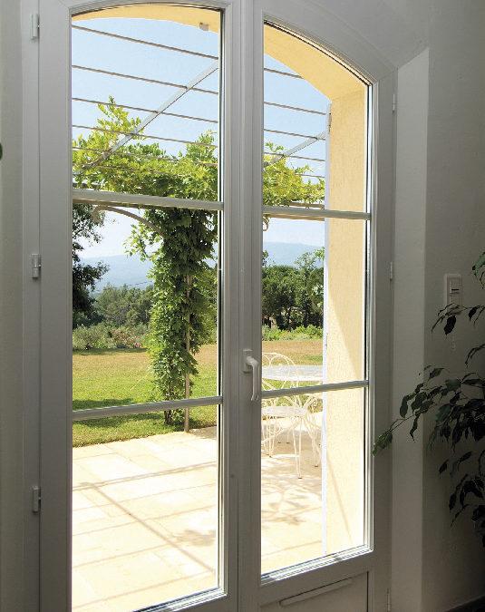 Fenêtre en PVC cintrée, isolation thermique renforcée